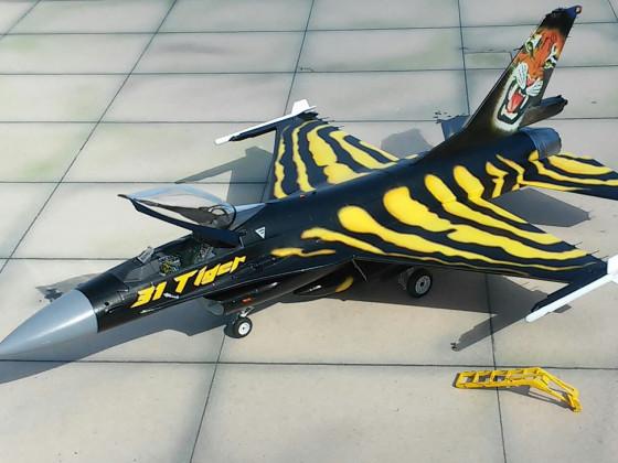 F-16 Revell 1/48